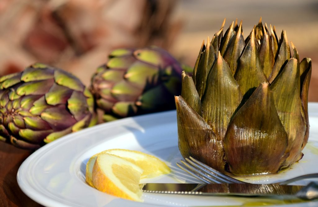 Artichoke with lemon and extra virgin oilve oil